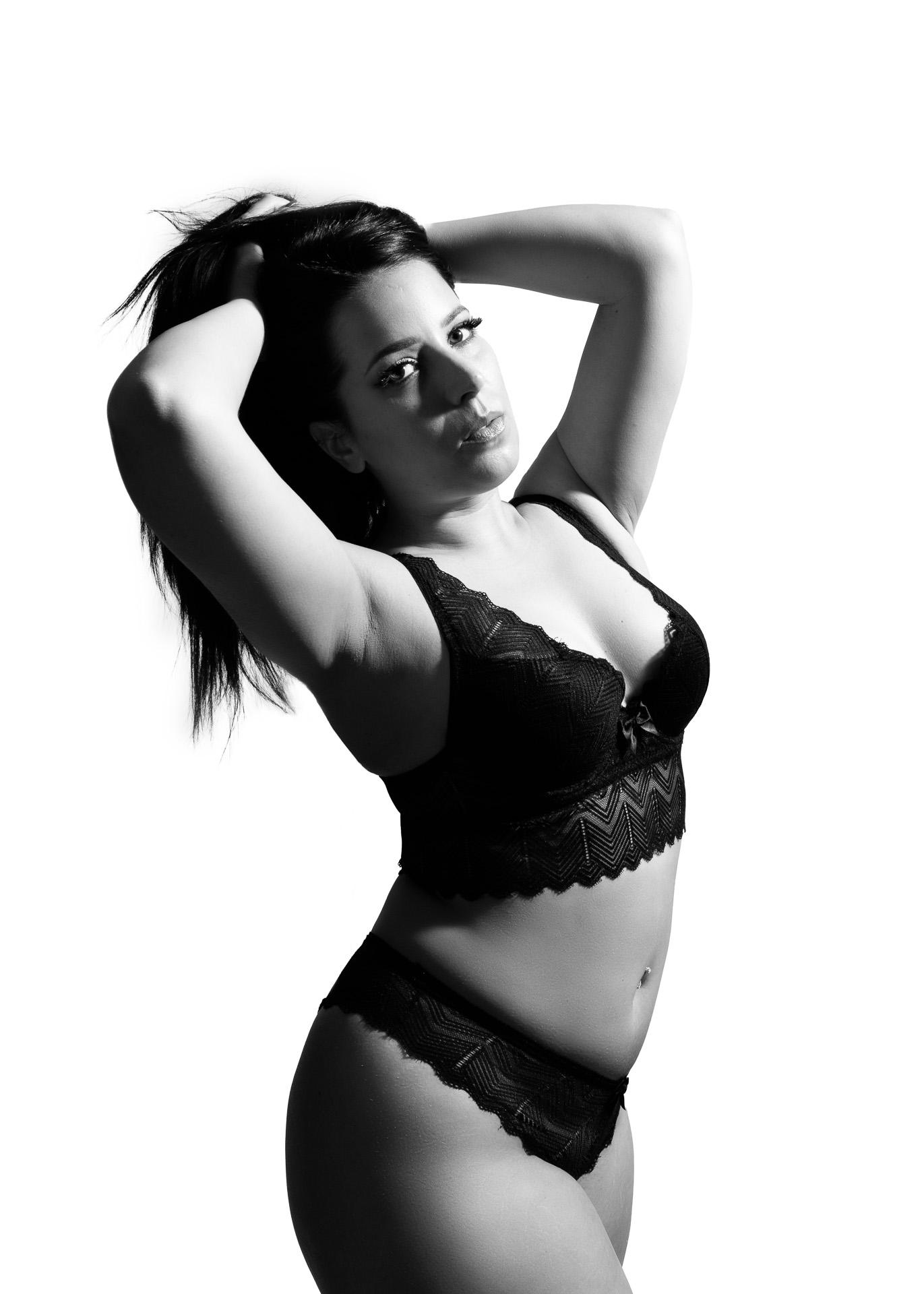 photo femme lingerie dentelle noir