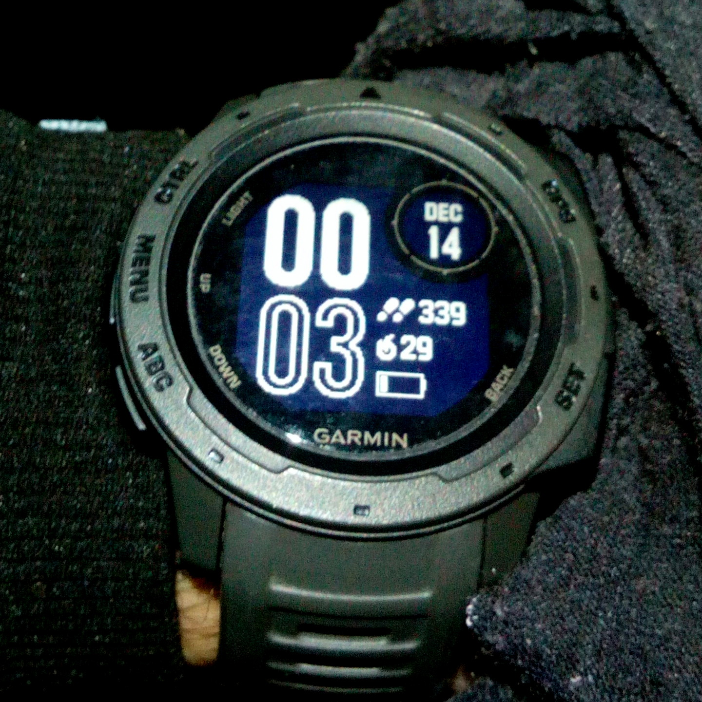 My current watchface. Could not make it more minimal.